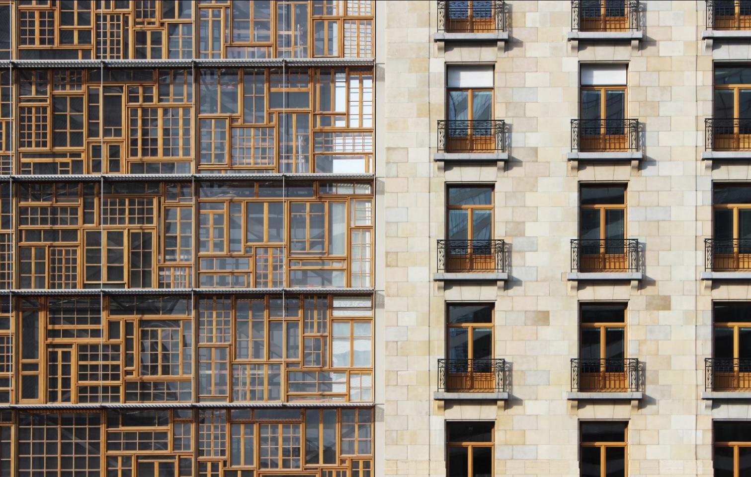 façade réutilisant structure de fenêtre - réemploi